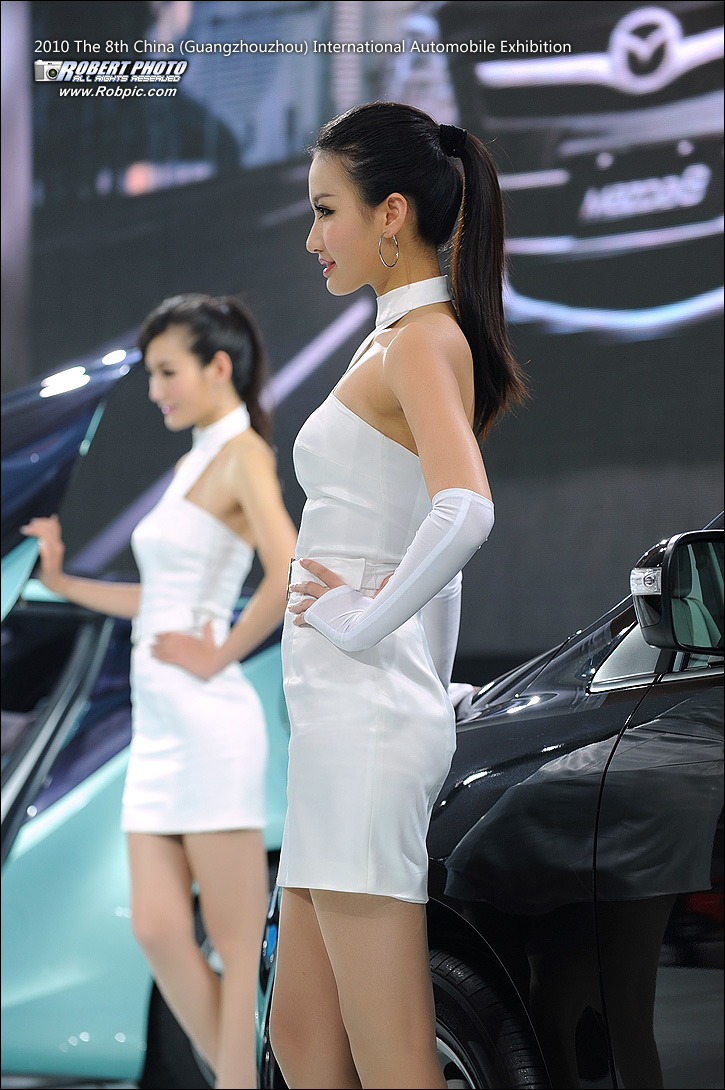 2010第八届广州国际车展之马自达车模  www.robpic.com