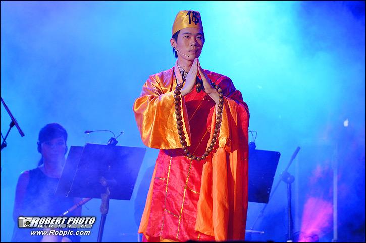 东山少爷个人首场演唱会 唱好广州  www.robpic.com